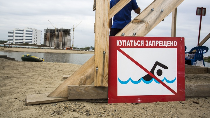 Ничем не напугать: новосибирцы начали купаться в самом опасном котловане города