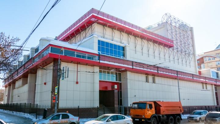 Знаки для инвалидов и огнеупорные двери: в Самаре реконструируют театр «СамАрт»