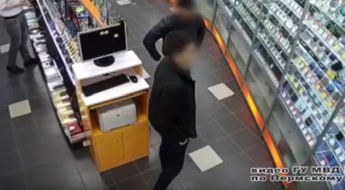 В Перми осудят двух молодых людей из Екатеринбурга. Они грабили магазины цифровой техники
