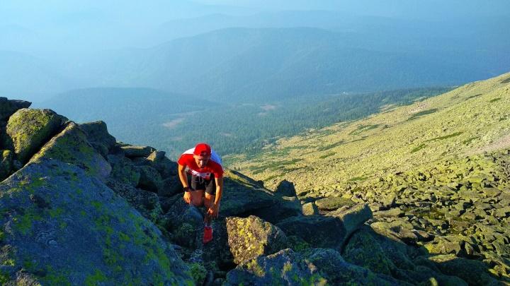 Екатеринбургский спортсмен стал чемпионом России по скайраннингу — бегу в горах по острым глыбам