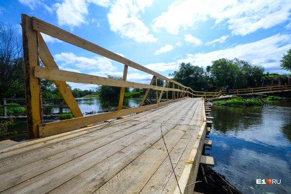 Мост соединяет берега Каквы