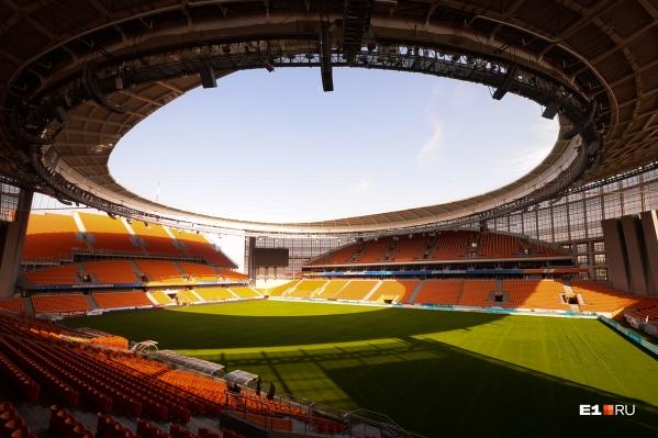 Сейчас, по словам представителей стадиона, завершается его переход в собственность области