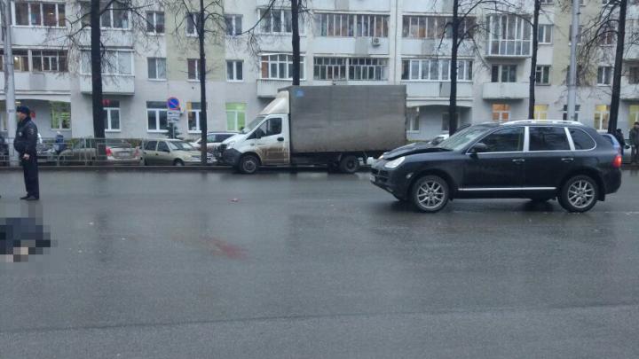 В центре Уфы водитель на Porsche насмерть сбил пешехода