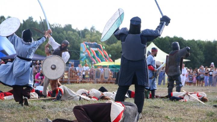 Джигитовка, стрельба из лука и битва Тимура и Тохтамыша: под Самарой прошел исторический фестиваль