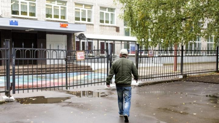 В ярославских школах поставят металлоискатели и введут электронные пропуска