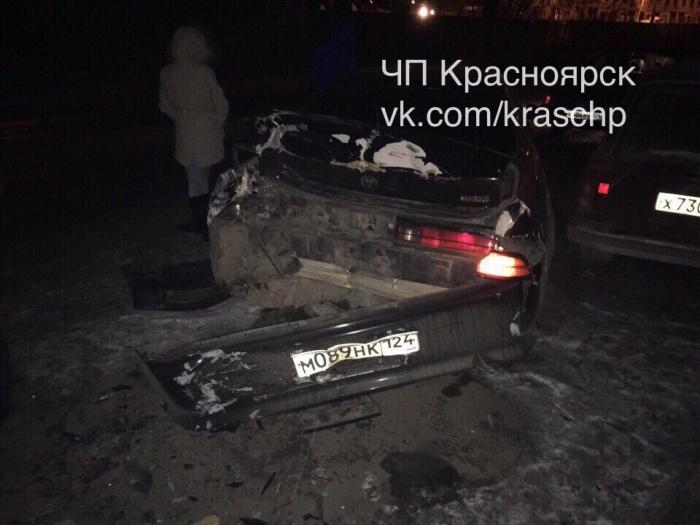 В Красноярске дрифтер без страховки протаранил пять припаркованных автомобилей
