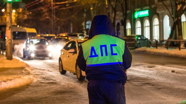 В Самарской области наркоман на«Тойоте-Камри» протащил полицейского на капоте