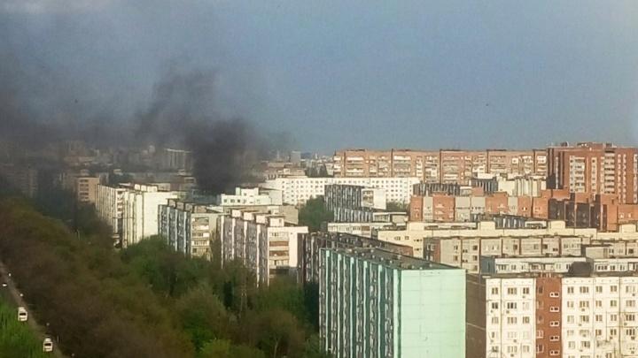 Хотела спасти: в Ростове очевидцы сняли на видео, как мать выбросила ребенка с балкона 10-го этажа