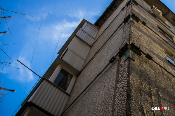 Чтобы неаккуратные балконы не портили вид города, их предложили включить в программу капремонта