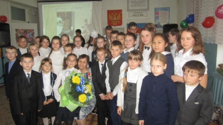 «Я родилась педагогом»: 85-летие отметила директор утичёвской школы, которая учит детей трудиться