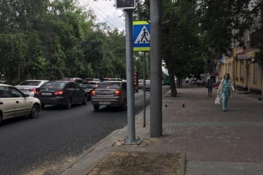 Светофор на Восходе стал заметен водителям после того, как срубили тополь