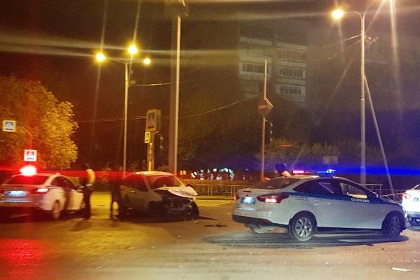 Эвакуатор забрал с места происшествия разбитые машины только в восьмом часу утра