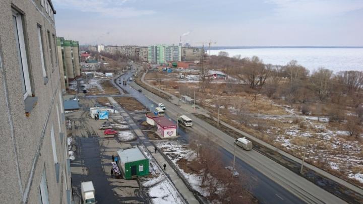 «Осталось много крови»: на остановке в Челябинске водитель маршрутки сбил человека
