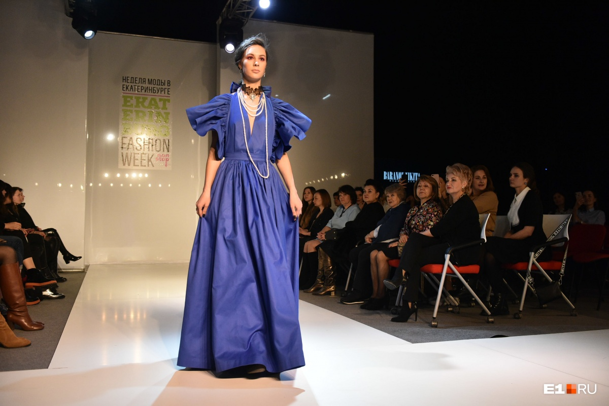 Девушки-матрешки, авоськи и космонавты: в Екатеринбурге открылась Неделя моды, смотрим образы