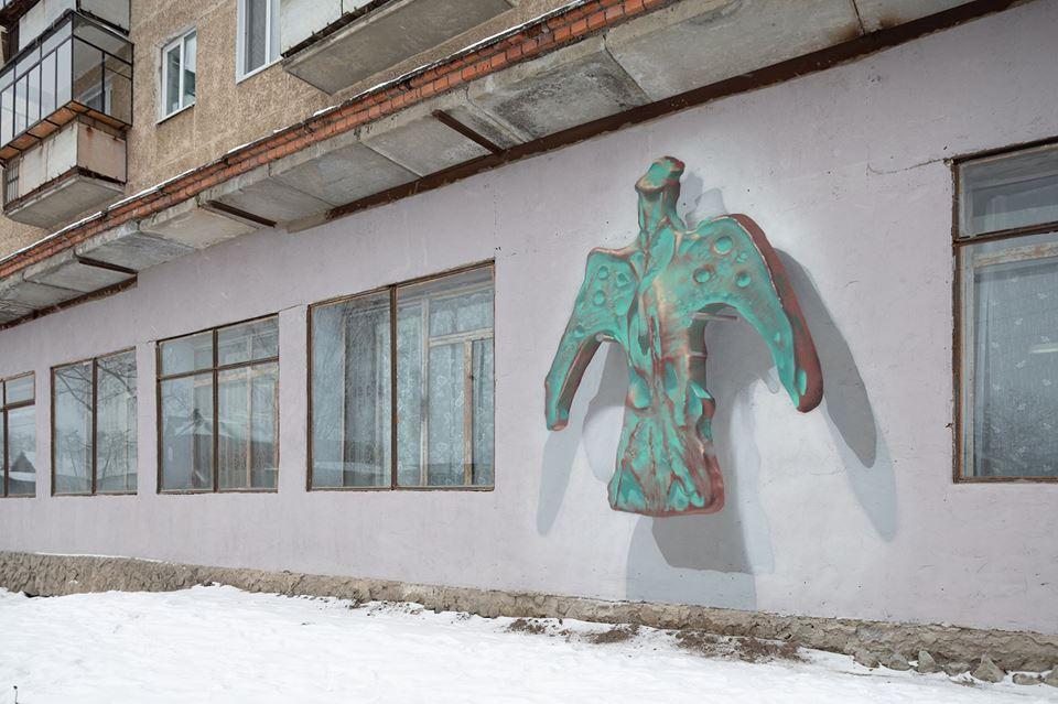 В Полевском художники украсили стены 3D-картинами, превратив улицы в музей истории