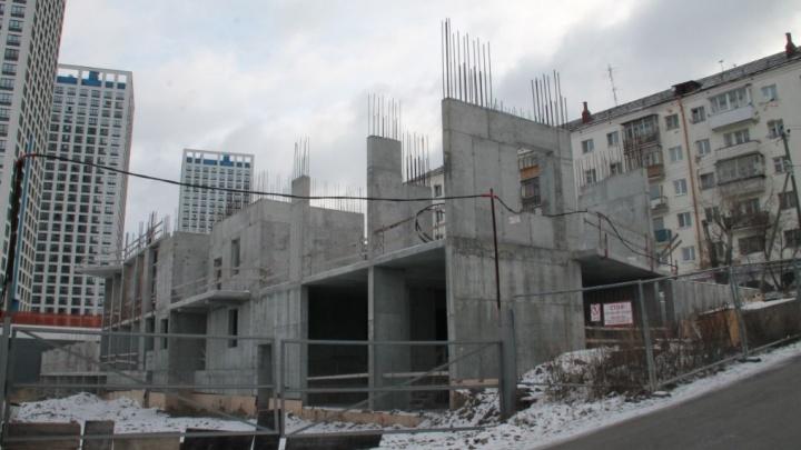 На Щербакова остановили незаконную стройку: вместо спортивного центра там начали возводить жилье