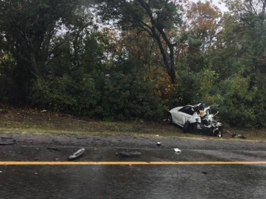 Груда металла: под Новошахтинском BMW занесло на мокрой трассе, водитель иномарки погиб на месте