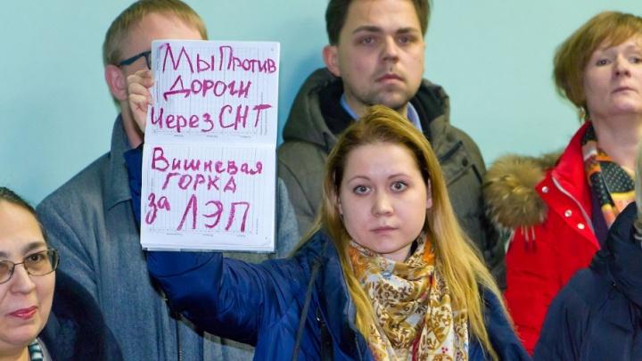 «Стройте дорого, а не по головам»: дорогу через сады под Челябинском «завернули» на публичных слушаниях