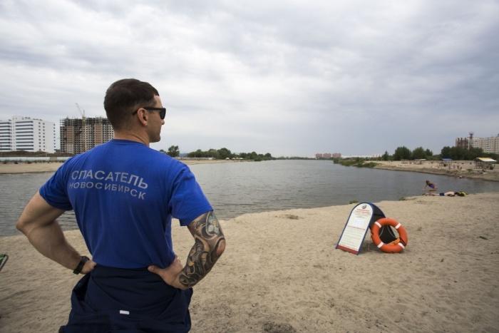 Спасатели пришли на помощь новосибирцу, которому стало плохо во время купания в котловане на Юго-Западном