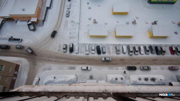 Мужчина выпал из окна девятиэтажки на улице Столетова