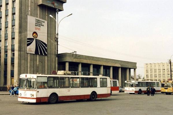 В начале 1970-х появились в Тюмени троллейбусы. Последний раз они вышли в рейс 10 лет тому назад