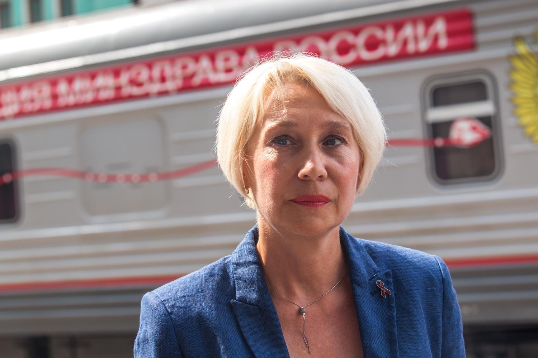 Главный инфекционист Новосибирской области Лариса Позднякова заверила, что российская вакцина не хуже импортной