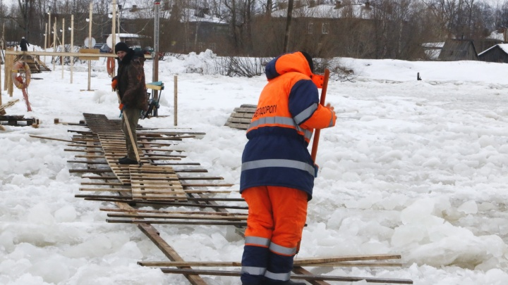 Ледовую переправу между 22-м и 23-м лесозаводами в Маймаксе закрыли