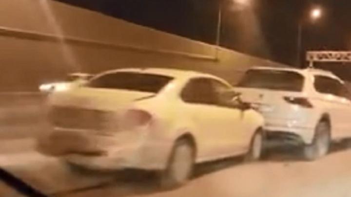 В Волгограде в тоннеле на Тулака столкнулись пять машин