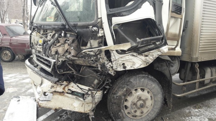 Грузовик попал под грейдер в Первомайском районе
