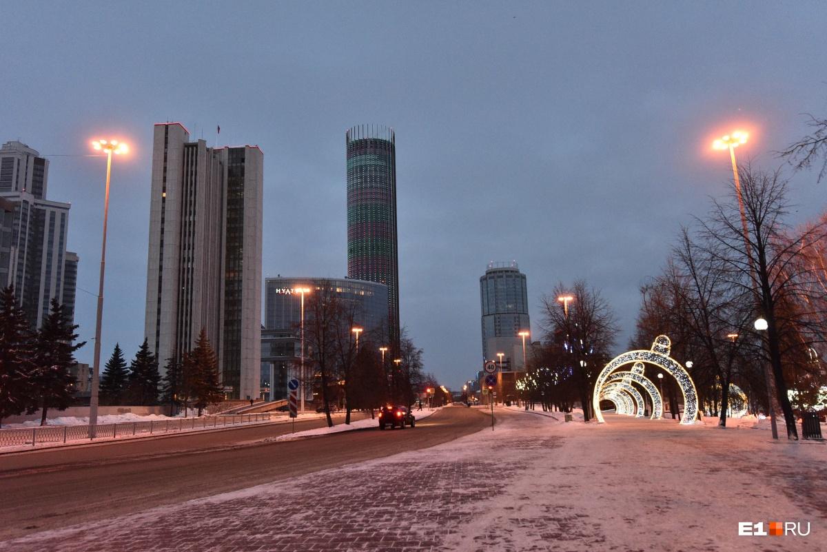 На улицах одни дворники: традиционный фоторепортаж из пустынного Екатеринбурга