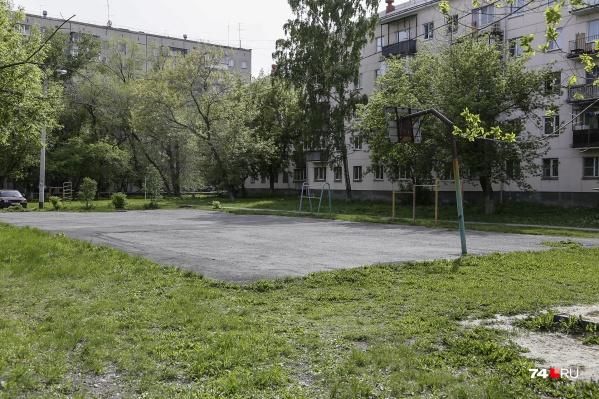 Так двор на улице Дзержинского, 95 выглядит сейчас