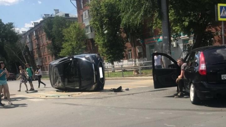 «Улегся на бок»: на Маломосковской — Масленикова столкнулись «Форд» и «Калина»