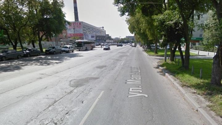 На улице Малышева сделают отдельную полосу для автобусов и троллейбусов