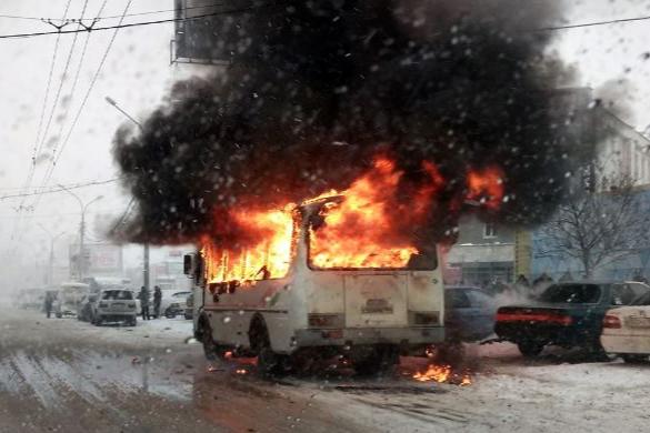 «Две пожарных машины, одна реанимационная»: автобус на Маркса сгорел полностью