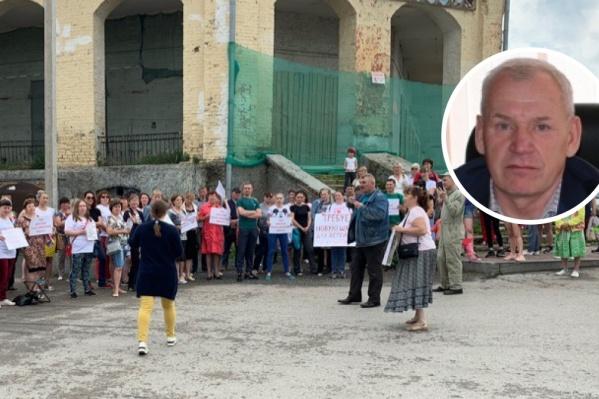 Мэр Кунгура Сергей Гордеев после митинга предложил родителям детей-инвалидов провести общую встречу