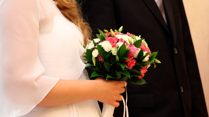 В Красноярске влюбленные массово женятся в красивую дату 07.07.2017