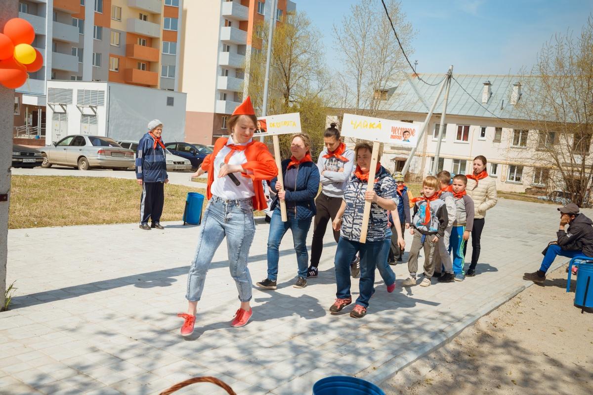 Праздник проходил во дворе ЖК «Рудный» и собрал всю детвору микрорайона. Спонсором праздника стала корпорация «Маяк»
