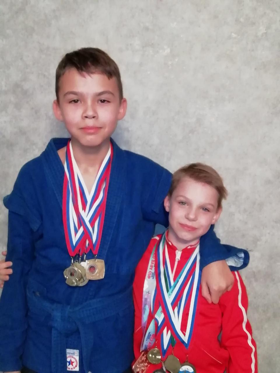 Андрей с братом Игорем