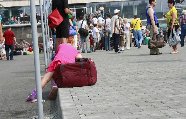 «Нашли брошенной на вокзале в Молдове»: трёхлетнюю девочку вернули в Челябинск папе и тёте