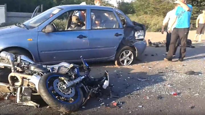 В Тольяттиперед Хрящевским шоссе «Калина» сбила мотоциклиста