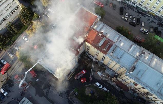 После сильного пожара в доме на Советской восстановили часть квартир и крышу
