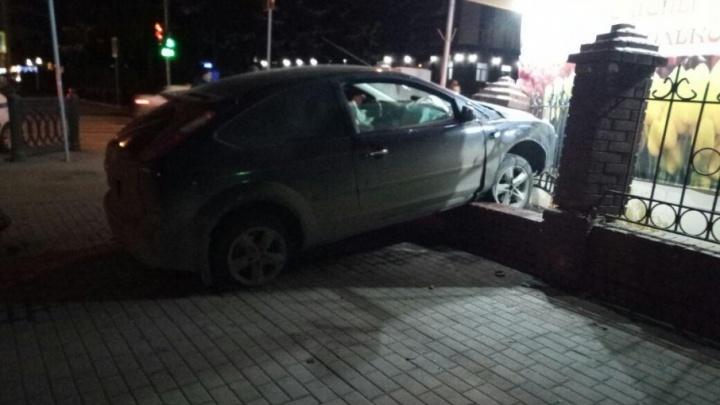 Подробности ДТП в центре Уфы: протаранивший киоск водитель был пьян