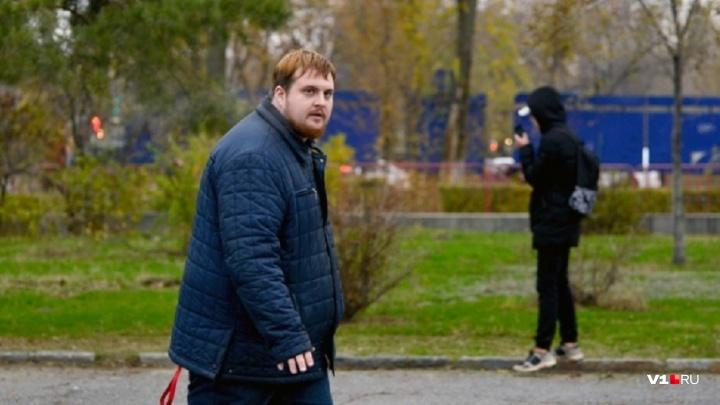 «Это полный бред и абсурд!»: экс-главу штаба Навальногоосудили за «зеленую» «Родину-мать»