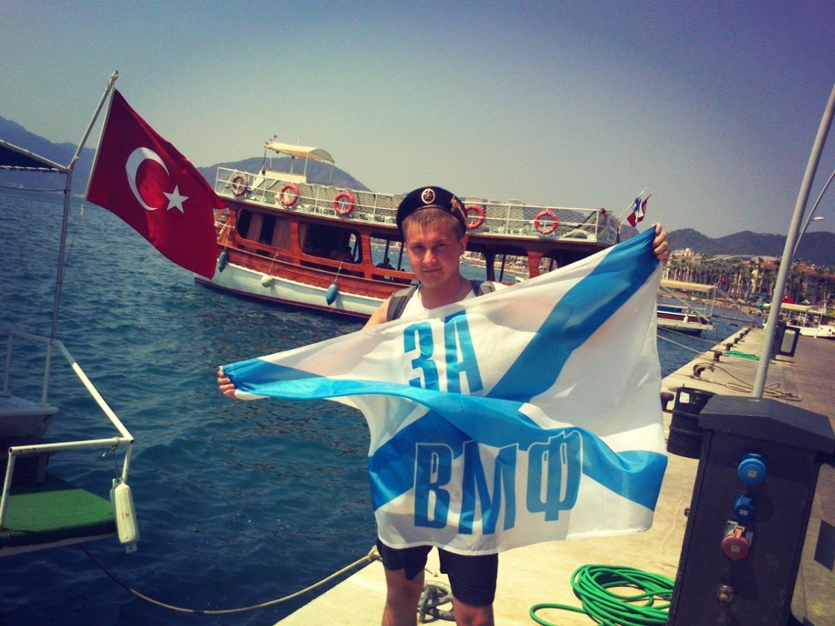 Фотография сделана в Турции, в городе Мармарисе (День ВМФ)