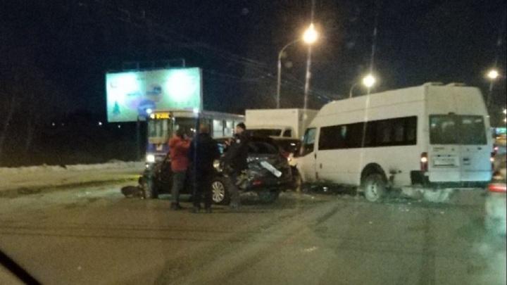 Стали известны подробности массовой аварии с участием пассажирского автобуса