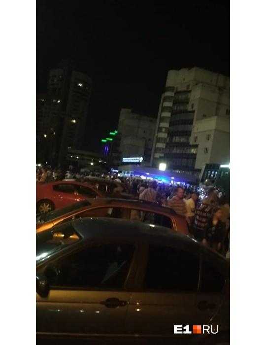 Толпа атаковала станции метро