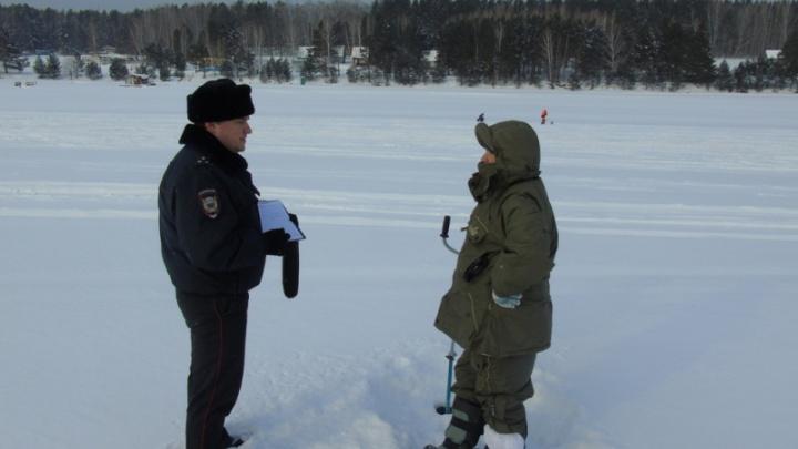 Пять сильно рискующих рыбаков поймали за день полицейские