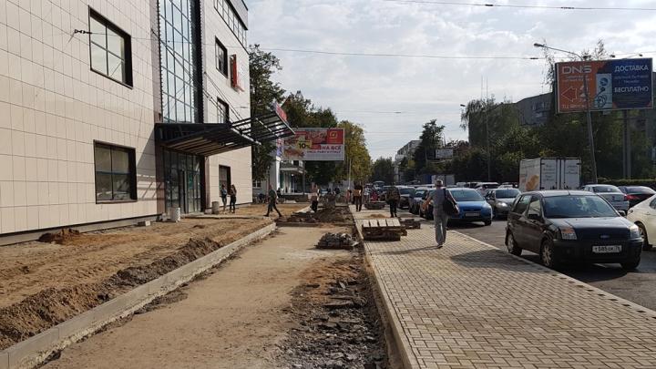 «Будут пробки!». В Ярославле водителей лишили парковки у «Флагмана»: реакция ярославцев