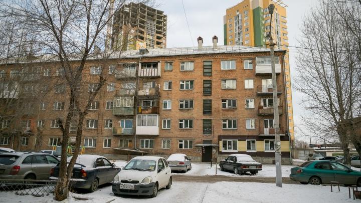 Искрящаяся проводка, проститутки и крысы: репортаж из аварийной 5-этажки, которую отказываются сносить