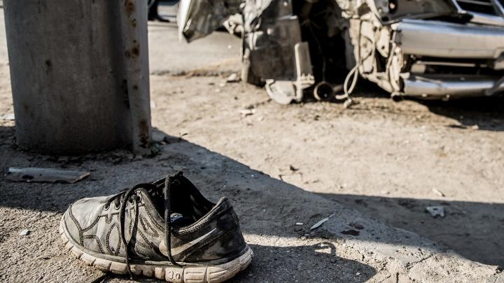 На трассе под Новосибирском Toyota столкнулась с КАМАЗом: один человек погиб